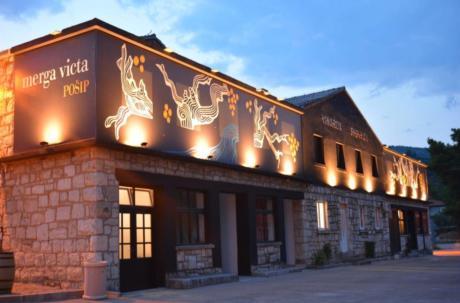Black Island Winery posluje u vinariji Smokvica na otoku Korčuli pod nazivom Merga Victa i Dalmatian Dog