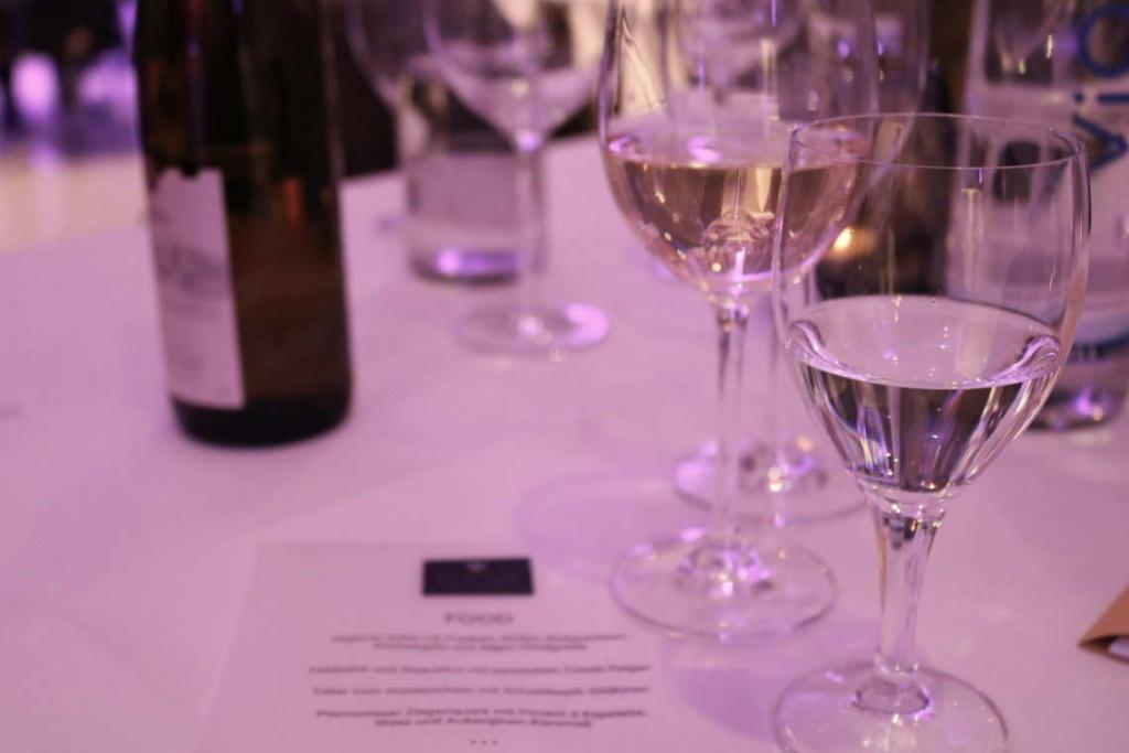 Decanterovo ocjenjivačko povjerenstvo sastoji se od pet neovisnih vinskih stručnjaka